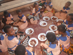 Pamoja feeding girls